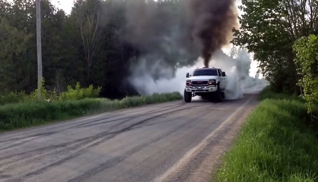 Built 2004 LB7 Duramax Destroys A Set Of Tires - Black ...