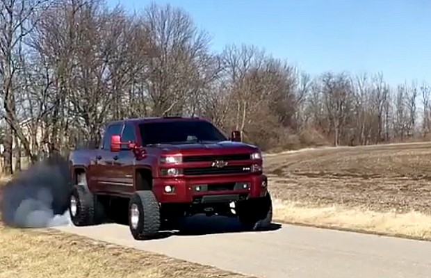 Brand New Lifted Duramax Rolls Coal And Throws Down A Huge Burnout